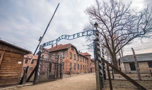 Le  camp de concentration d'Auschwitz
